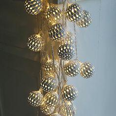 Grand White Maroq Light Garland