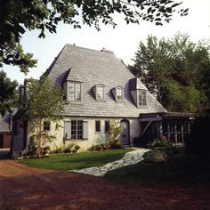 Cottage in French is Chalet.House is Maison.Pretty House is Jolie Maison.beautiful cottage is belle chalet Style At Home, French Style Homes, Country Style Homes, French Country Exterior, French Country Cottage, French Country Style, English Style, French Farmhouse, Modern Country