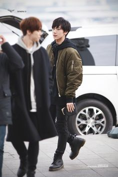 I LOVE THIS IDK Y I LOVE IT SOOO MUCHH, I THINK ITS HIS CLOTHES AND HIS HAIR AND JUET EVERYTHING EVEN THE BLURRED OUT GUY (too lazy to figure out who it is) KYAA~~