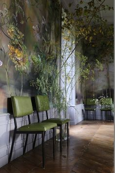 In the umpteenth hour of researching images for a feature on artist studios, I stumbled upon floral artist Claire Basler and the 13th century French castle where she resides and works. Honestly, my initial reaction was: this can't be real. It's that fantastical. Giant floral and tree