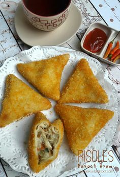 Indonesian Desserts, Indonesian Food, Savory Snacks, Snack Recipes, Malay Food, Asian Cooking, Street Food, Puddings, Food And Drink