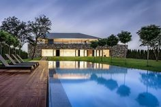 with a large gabion wall perimeter, the living areas of the house are elevated atop a private green roof yard for privacy and panoramic views. Residential Architecture, Amazing Architecture, Interior Architecture, Contemporary Architecture, Masonite Interior Doors, Gabion Wall, Villa, Garden Pool, Party Garden