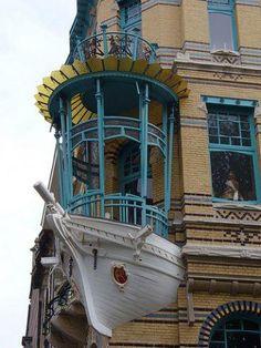 Art Nouveau in Antwerpen Art Nouveau & Art Deco Architecture Unique, Architecture Art Nouveau, Windows Architecture, Unusual Buildings, Amazing Buildings, Art Nouveau Arquitectura, Antwerp Belgium, Art Deco, Unusual Homes