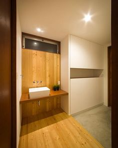 【川西GREENHOUSE】 玄関収納と手洗い。 #ldhomes #ラブデザインホームズ #architecture #建築 #design #デザイン #house #住宅 #build #新築 #entrance #玄関 #川西GREENHOUSE