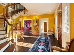 Superb interior design on this home, tickles the mind with the collage of vibrant colors :)