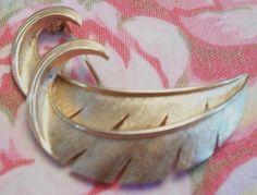 beautiful vintage Trifari leaf pin by ALEXLITTLETHINGS on Etsy, $18.99