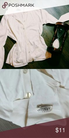 White cardigan Super cute womens piece with no damage! Box 10 Avalon Sweaters Cardigans