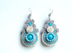 Boucles d'oreilles Soutache bleu gris blancs perlés par ShoShanaArt, $28.00