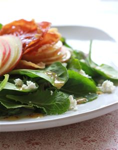 Shaved Apple and Prosciutto Salad by theclevercarrot #Salad #Apple #Prosciutto