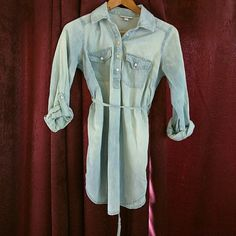Denim maternity top Lightweight soft denim maternity shirt by Liz Lange for Target. Roll up sleeves with tab and tie back. Very cute and in excellent condition. No flaws. Liz Lange Tops Button Down Shirts