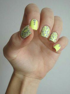 Don't usually like yellow nails but it looks good with grey on top. Lace Nail Art, Gel Nail Art, Nail Polish, Neon Nails, Yellow Nails, Nail Art Dentelle, Hair And Nails, My Nails, Nail Art Designs