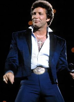 Sir Tom Jones, Mens Crosses, Pretty Outfits, Pretty Clothes, Toms, Blazer, My Love, People, Jackets
