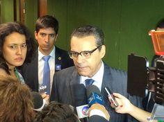O presidente da Câmara, Henrique Eduardo Alves (PMDB-RN), concede entrevista (Foto: Fernanda Calgaro/G1)