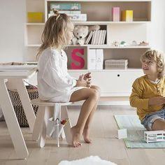 Kutikai Peekaboo Kids Table and 4 Chair Set