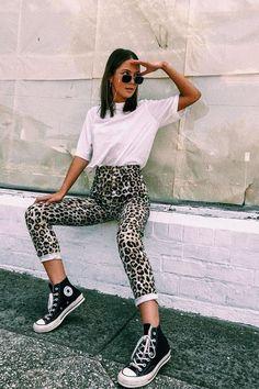 Leopard jeans / leopard print jeans / black converse hi top sneakers / oversized white t shirt / sunglasses chain / hi rise jeans / converse sneakers Outfits With Converse, Sporty Outfits, Mode Outfits, Fashion Outfits, Converse Sneakers, School Outfits, Fashion Blouses, Fashion Hoodies, Fashionable Outfits