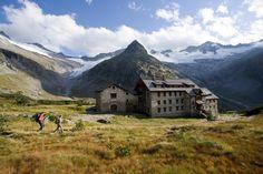 Wanderer bei der Berliner Hütte, Zillertaler Alpen, Tirol, Österreich. (c) Zillertal Tourismus GmbH. - Bernd Ritschel