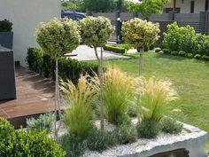 rabatt med stenkant happy mom wife and woman (mrs. Driveway Entrance Landscaping, Backyard Landscaping, Side Garden, Garden Paths, Back Gardens, Outdoor Gardens, Landscape Design, Garden Design, Modern Landscaping