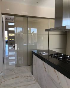 idea for decor home Modern Japanese Interior, Modern Interior, Home Interior Design, Wall Design, House Design, Back Painted Glass, Movable Walls, Kitchen Cupboards, Modern Kitchen Design