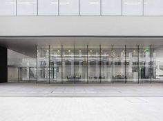 사실, 오늘 소개하는 이 곳은 일반적인 연구소 건물이라기에는 특이한 점이 많다. 매우 조각적인 그 표현법이나, 흰색의 글라스 벽면으로 마감한 Fabikstrasse 10은 같은 캠퍼스에 있는 여타의 건물들과는 분명히..