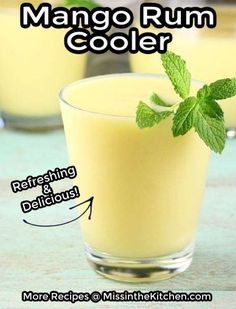 These Mango Rum Coolers are so easy to whip up in the blender. Just a bit of orange juice, fresh mango, a splash of rum and lots of ice. It blends up into an frosty drink that is sure to please. Cocktails For Parties, Fruity Cocktails, Easy Cocktails, Classic Cocktails, Fun Drinks, Yummy Drinks, Alcoholic Drinks, Beverages, Shot Recipes