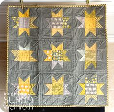Gray and Yellow Wonky Baby Star Quilt Quilt Baby, Star Quilts, Quilt Blocks, Neutral Baby Quilt, American Patchwork And Quilting, Yellow Quilts, Quilt Modernen, Doll Quilt, Quilting Designs