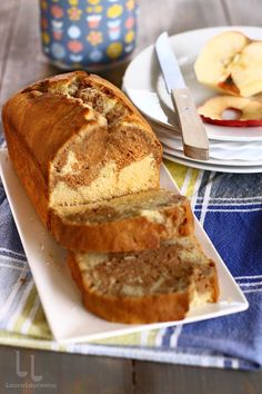 Cake & Co, Pastry Cake, Pastry Recipes, Sweet Bread, Banana Bread, Deserts, Food And Drink, Fruit Cakes, Apple Cinnamon Cake