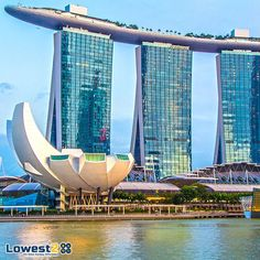 Enjoy some precious moments with your loved ones during your holiday in #Singapore by exploring its cultural delights.