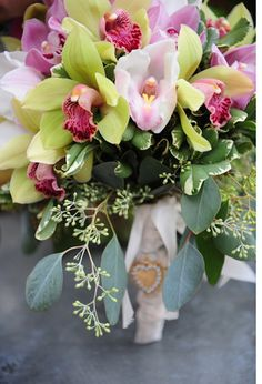 adding that touch of pink to green flowers for bridesmaid and bride