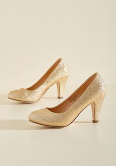 In a Classic of Its Own Heel in Gold Sparkle. Many shoes have eye-catching patterns or flirty designs, but sometimes the most basic pumps - like these gold heels - can become your very favorite. #gold #modcloth