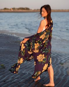 This floral print kimono is perfect to throw on over any outfit - no matter the occasion Beach Cover Ups, Floral Kimono, Kimono Fashion, Jacket Style, Summer Collection, Floral Prints, Celebrities, Tees, Outfits