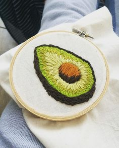 Neueste No Cost Stickerei Patches Avocado Beliebte Sourcing Anstecknadel oder . Hand Embroidery Stitches, Learn Embroidery, Embroidery Patches, Embroidery Hoop Art, Crewel Embroidery, Hand Embroidery Designs, Cross Stitch Embroidery, Do It Yourself Inspiration, Needlework