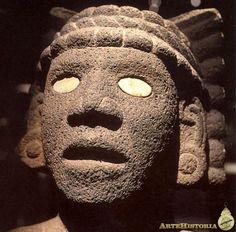 Cabeza azteca realizada en piedra volcánica