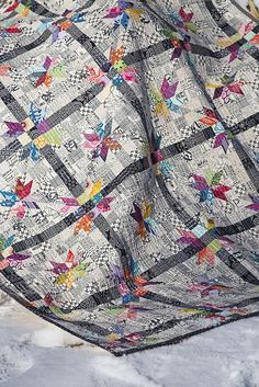 Poinsettia Quilt : Fresh Lemons Quilts, love the black and white with pops of color