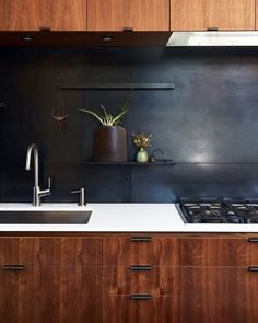 Subtly textured and tonal, a metal backsplash can be a great idea in a range of spaces, from industrial to moody and sombre. In this particular kitchen, the backsplash and drawer pulls were fabricated by Avenue Iron. The cooktop is by Miele. Black Appliances Kitchen, Kitchen Renovation, Kitchen Backsplash Photos, Dwell Kitchen, Modern Kitchen Backsplash, Black Backsplash, Kitchen Design, Metallic Backsplash, Metal Kitchen