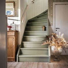 Painted Staircases, Painted Stairs, Stairs Colours, House Stairs, Cottage Stairs, Staircase Design, Scandinavian Home, Foyers, Cozy House