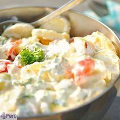 Aardappelsalade Een romige aardappelsalade met yoghurt zodat het toch een beetje een slankere variantvan de normale versie wordt. Lekker bij de bbq. Echt comfort food.