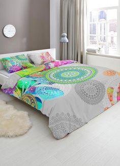 Hip Xandine Dekbedovertrek. HIP is een merk dat altijd weet te verrassen met sprankelende dessins vol kleur. Ook dit Xandine dekbedovertrek zorgt voor een heerlijke uitstraling in de slaapkamer! Het overtrek heeft diverse patronen en vormen, die nog het meest doen denken aan mandala's. #hipdekbedovertrek #hip #mandala #rainbow #unicorn #bed #beddengoed #slaapkamer #dekbedovertrek