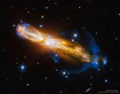 La nebulosa de la Calabaza, también conocida como la nebulosa del Huevo Podrido y OH231.8 + 4.2, se convertirá seguramente en una nebulosa planetaria bipolar en los próximos 1000 años. La nebulosa, que también se muestra aquí, abarca unos 1,4 años luz y se encuentra a unos 5000 años luz de distancia en la constelación de Puppis.