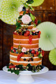 Eine Sommerhochzeit mit Papier-Vogelschwarm als besonderes Hochzeitssdetail @Blende11 http://www.hochzeitswahn.de/inspirationen/eine-sommerhochzeit-mit-papier-vogelschwarm-als-besonderes-hochzeitssdetail/ #wedding #mariage #cake
