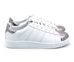 86a3d57607 Tênis Branco de Couro com Detalhe Prata Tênis Branco