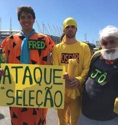 Fantasiados, torcedores chegam  à Arena Castelão para ver o Brasil (Thiago Lopes/G1)