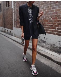 London_style_blog (@london_style_blog) • Instagram photos and videos Sneaker Outfits Women, Sneakers Fashion Outfits, Blazer Outfits, Business Outfit, Cycling Shorts, Fashion 2018, London Fashion, Spring Fashion, Womens Fashion