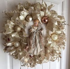 This beautiful angel wreath is the perfect thing to welcome your guests into your home this Christmas season. This wreath is a mixture of Christmas Reef, Christmas Angel Crafts, Gold Christmas Decorations, Christmas Mesh Wreaths, Christmas Swags, Deco Mesh Wreaths, Burlap Wreaths, Ornament Crafts, Wreath Crafts