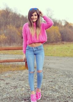It's interesting to note here – tight jeans girls look cool and figure-flattering all the time – unlike a dress, as they are made of soft and stretchy Superenge Jeans, Sexy Jeans, Skinny Jeans, Torn Jeans, Blue Jeans, Outfits For Teens, Casual Outfits, Cute Outfits, School Outfits