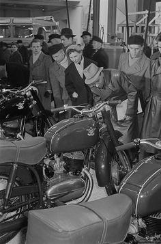 Pannonia 1956 on show European Motorcycles, Vintage Motorcycles, Cars And Motorcycles, Bobber Chopper, Motorcycle Engine, Classic Motors, Royal Enfield, Rat Rod Girls, Car Girls