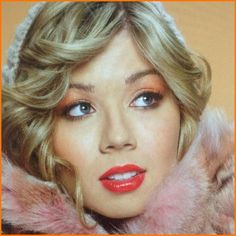 Jennette McCurdy Goes Retro Glam In Her Twitter Icon