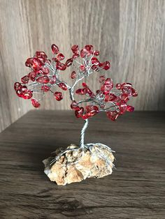 Mini Silver Copper Wire Tree with Red Stones/Beads Gemstone Copper Wire Crafts, Tree Branch Decor, Paper Quilling Cards, Red Stones, Wire Tree Sculpture, Crystal Tree, Wire Jewelry Designs, Metal Tree Wall Art, Stone Wrapping