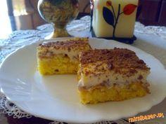 Nebezpečne dobrý jablčník Cesto: 4 vajcia* 100 g práškového cukru* 1 vanilkový cukor* 6 lyžíc vlažnej vody* 200 g polohrubej múky* 1 prášok do pečiva* postrúhaná citrónová kôra Jablková vrstva: 750 g očistených postrúhaných jabĺk* 2 balenia vanilkového cukru* mletá škorica Krém: 3 bal. Zlatého klasu* 0,5 l mlieka* 2 balenia vanilkového cukru* 100 g kryštálového cukru* 2 pochúťkové ( kyslé) smotany (500 ml) Na ozdobu: mliečna čokoláda pečieme pri teplote 200°C dozlatista, prevrátime