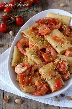 paccheri con gamberi e pistacchi Zenzero e Limone Rigatoni, Gnocchi, Bon Appetit, Pasta Salad, Italian Recipes, Potato Salad, Cake Recipes, Food Porn, Food And Drink