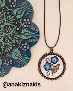 #osmanlı #kanaviçekolye #kanaviçenakış #çiçek #kanavice Cross Stitch Skull, Tiny Cross Stitch, Cross Stitch Boards, Cross Stitch Flowers, Creative Embroidery, Embroidery Art, Cross Stitch Embroidery, Cross Stitch Patterns, Stitch Crochet